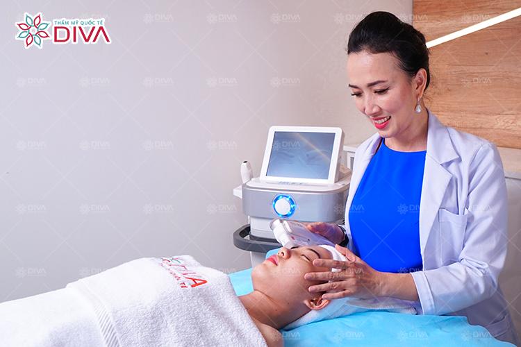 Phát đồ điều trị da chuẩn Y khoa tại Thẩm mỹ Quốc tế DIVA