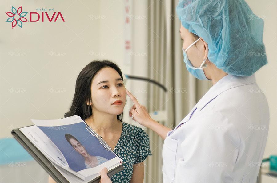 Bs.Thảo cho rằng tay nghề của người thực hiện ảnh hưởng lớn đến tuổi thọ của sống mũi sau nâng.